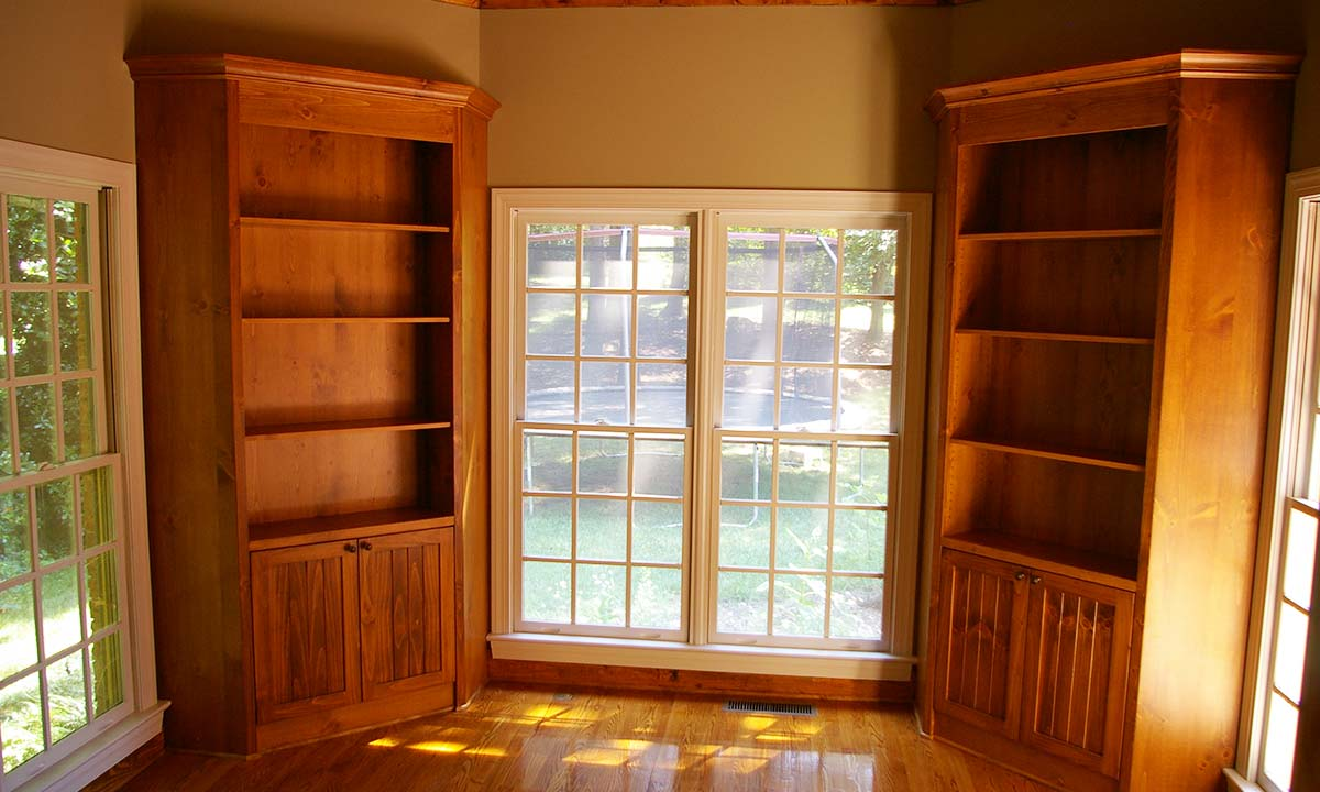 Home office custom shelves and cabinets